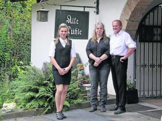 Familie van Wijk vor der Eingang zum Restaurant